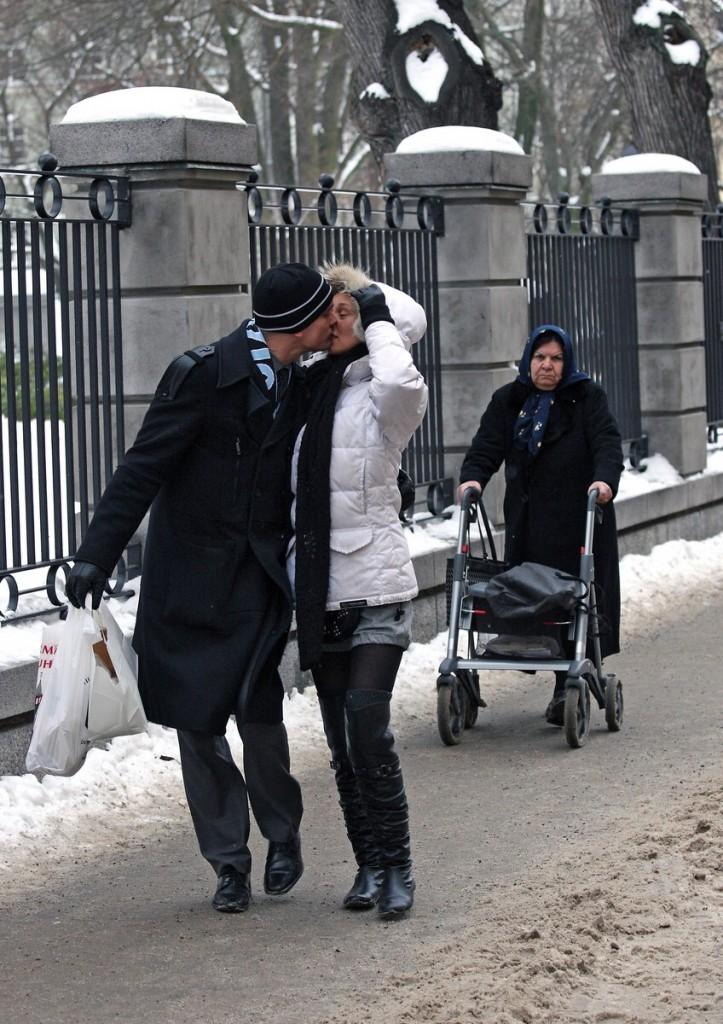 En kyss på trottoaren (2010)
